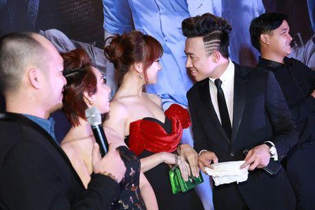 Tran Thanh - Hari Won quan quyt ben nhau ra mat phim - Anh 6