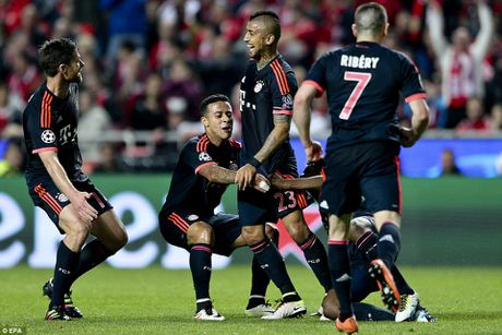 Cam hoa Benfica 2-2, Bayern ung dung tien vao vong trong Champions League - Anh 1