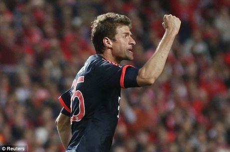 Lo ly do dac biet khien Lewandowski phai ngoi du bi tran gap Benfica - Anh 1