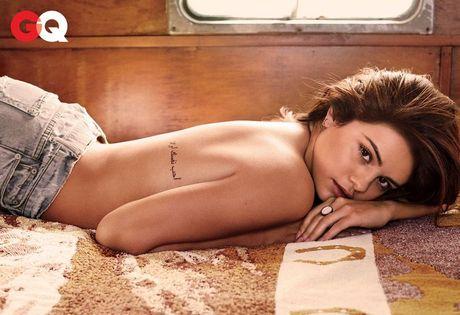 Selena Gomez goi cam tren tap chi dan ong - Anh 2