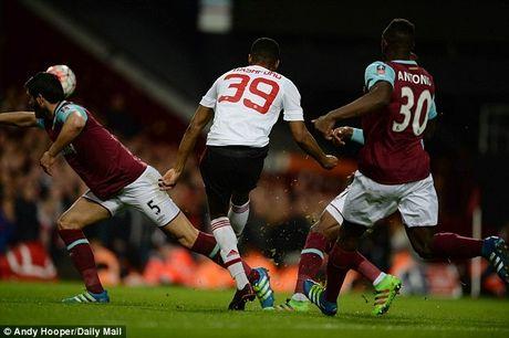 Rashford vung chan, 'keo' M.U vao ban ket FA Cup - Anh 1