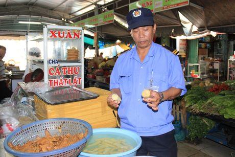 Hai hung thuc pham tuoi song nhuom vang o gay ung thu - Anh 1