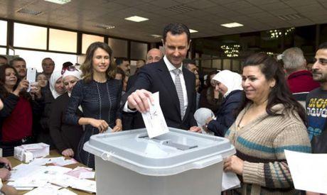 My va phe doi lap 'tay chay' Tong thong Syria Assad - Anh 1