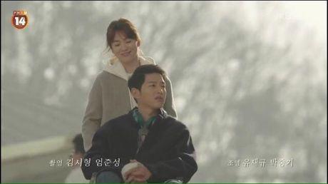 Hau due mat troi tap 15: Dai uy Yoo Shi Jin hoi sinh - Anh 1