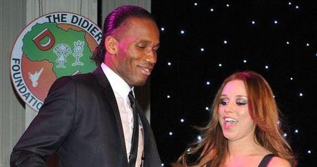 SOC: Didier Drogba dinh nghi an an chan tien tu thien - Anh 1