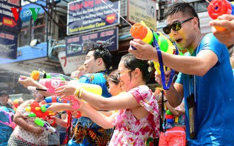 Thai Lan tung bung don Tet co truyen Songkran - Anh 1