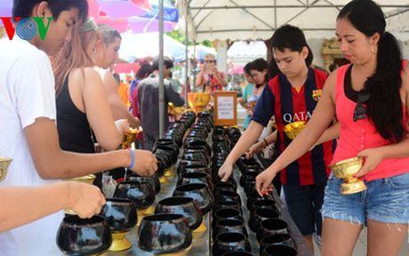 Thai Lan tung bung don Tet co truyen Songkran - Anh 2