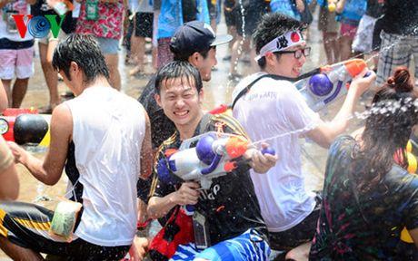 Thai Lan tung bung don Tet co truyen Songkran - Anh 3