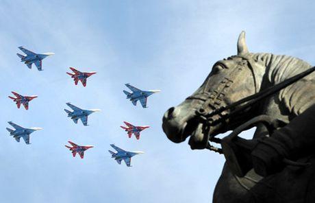 71 may bay chien dau se bay qua Quang truong Do trong ngay le 9/5 - Anh 1