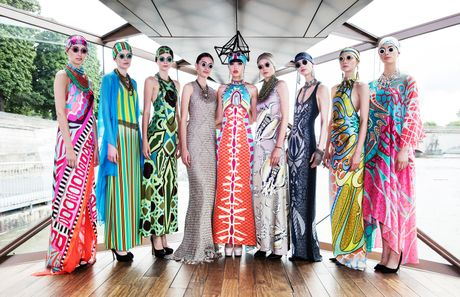 J Summer Fashion Show: Trinh dien thoi trang tren dong song Seine - Anh 1