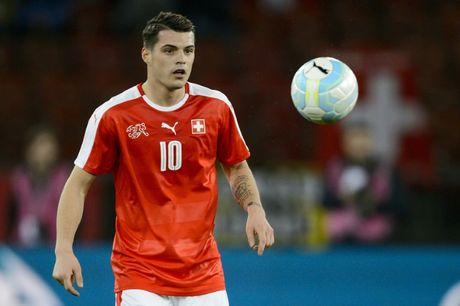 Arsenal 'loi to' khi mua Xhaka truoc them EURO 2016 - Anh 1