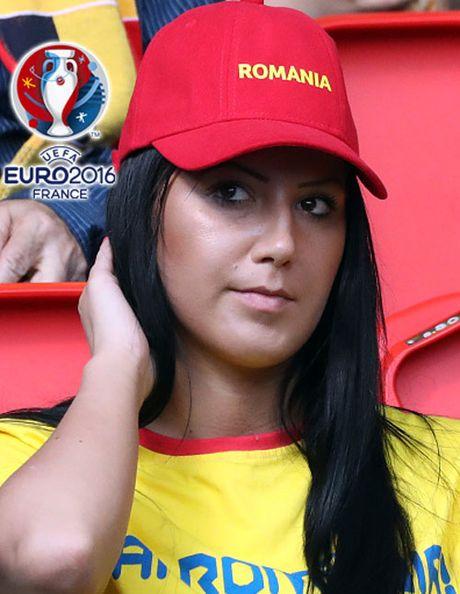 Ngan ngo truoc dan CDV xinh dep cua DT Romania - Anh 11