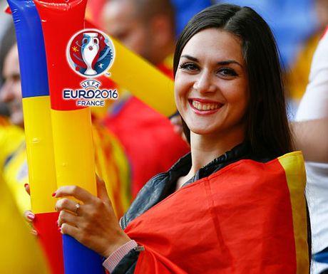 Ngan ngo truoc dan CDV xinh dep cua DT Romania - Anh 7
