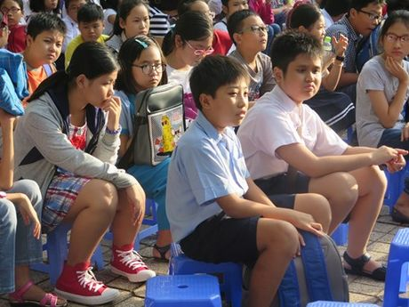 TPHCM: Gan 4.000 hoc sinh thi vao truong chuyen THPT Tran Dai Nghia - Anh 1