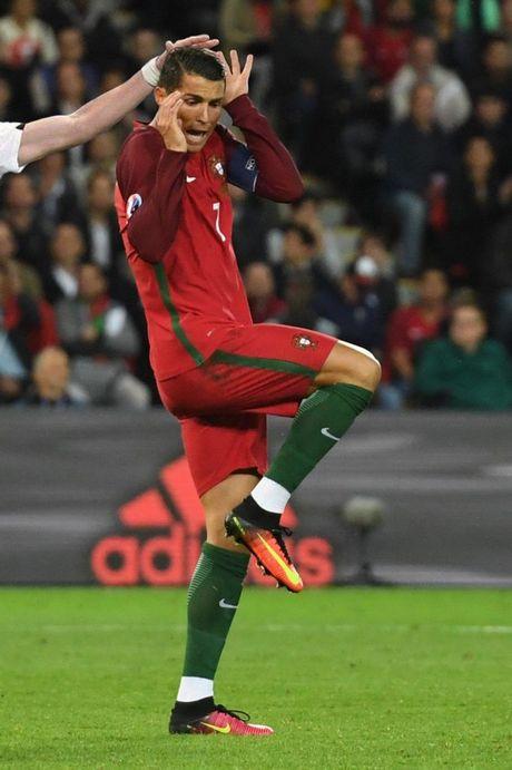 Thi dau kem coi, Ronaldo bi ghep anh treu choc - Anh 5