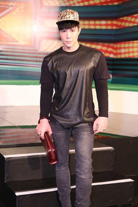 Nathan Lee gay choang khi dien hang hieu hon 5 ty tai The X - Factor - Anh 3