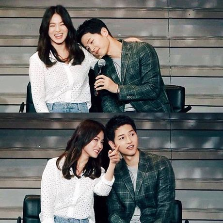 Song Joong Ki mua ve may bay cho Song Hye Kyo ve nuoc - Anh 1