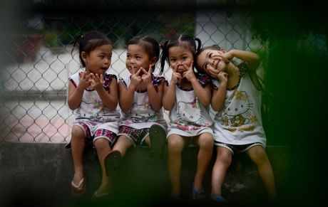 Bo me phan biet 4 be gai sinh tu Viet-Nam-Hanh-Phuc the nao? - Anh 1