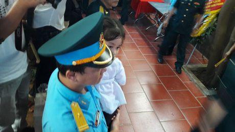 Con gai Dai ta Tran Quang Khai ngay tho trong vong tay dong doi bo - Anh 1
