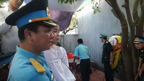 Con gai Dai ta Tran Quang Khai ngay tho trong vong tay dong doi bo - Anh 2