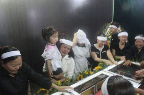 Con gai Dai ta Tran Quang Khai ngay tho trong vong tay dong doi bo - Anh 4