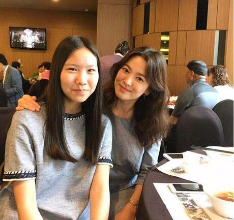 Song Hye Kyo tuoi roi di du dam cuoi sau khi ve nuoc - Anh 4