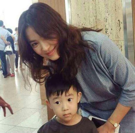 Song Hye Kyo tuoi roi di du dam cuoi sau khi ve nuoc - Anh 5