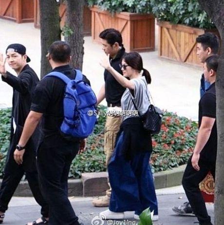 Song Hye Kyo tuoi roi di du dam cuoi sau khi ve nuoc - Anh 8