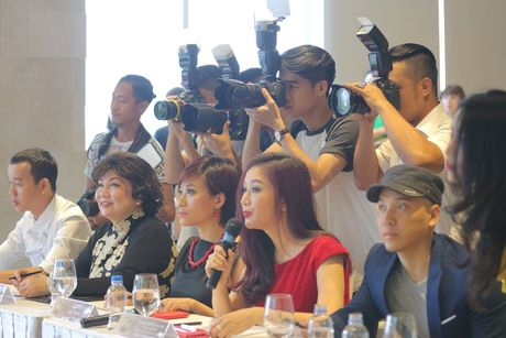 "Giam khao Tran Ly Ly va NTK Cory Tran ""ham mo"" nhan sac thi sinh casting Hoa hau Ban sac Viet toan cau - Anh 1"