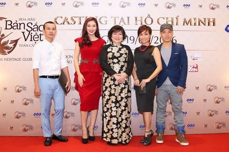 "Giam khao Tran Ly Ly va NTK Cory Tran ""ham mo"" nhan sac thi sinh casting Hoa hau Ban sac Viet toan cau - Anh 2"