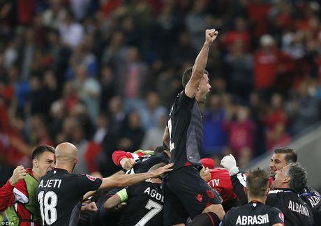 Albania vo oa trong chien thang lich su o EURO - Anh 10