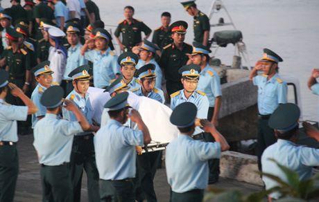 Thang quan ham cho phi cong Tran Quang Khai - Anh 1