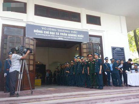 Tiec thuong tien Dai ta phi cong Tran Quang Khai ve voi bau troi - Anh 17