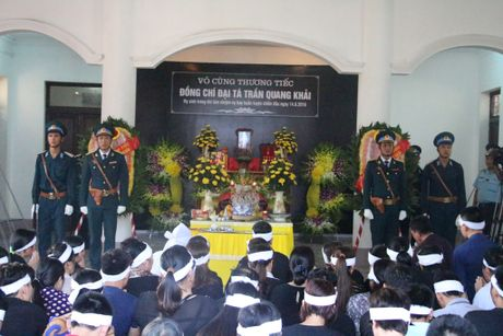 Hang nghin nguoi den vieng phi cong Tran Quang Khai - Anh 1