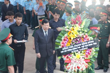 Hang nghin nguoi den vieng phi cong Tran Quang Khai - Anh 2