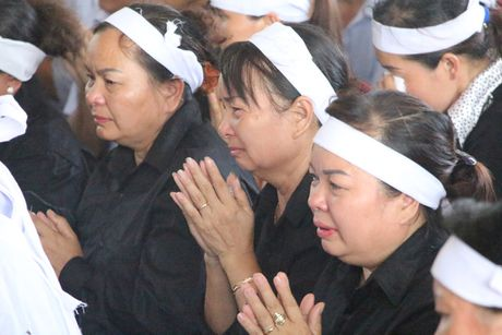 Hang nghin nguoi den vieng phi cong Tran Quang Khai - Anh 3