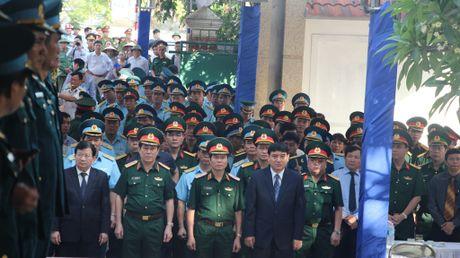 Hang nghin nguoi den vieng phi cong Tran Quang Khai - Anh 4