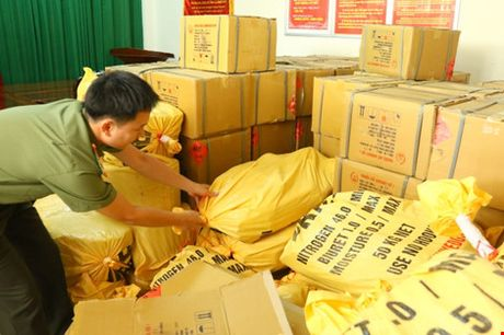 Phat hien duong day mua ban vat lieu no 'cuc khung' - Anh 1