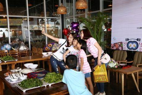 'Bo oi minh di dau the' - Dien vien Manh Truong va be Chip lam giam khao Gameshow - Anh 2