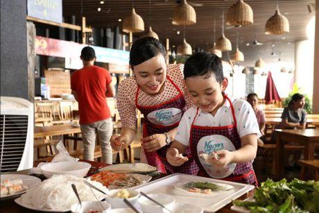 'Bo oi minh di dau the' - Dien vien Manh Truong va be Chip lam giam khao Gameshow - Anh 5
