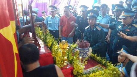 Nghen ngao giay phut nguoi cha gia don linh cuu Dai ta Tran Quang Khai tai que nha - Anh 4