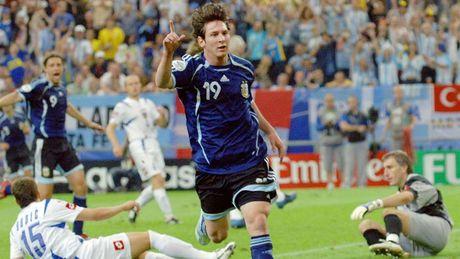 54 khoanh khac giup Messi sanh ngang 'vua doi bom' Batistuta (P1) - Anh 3