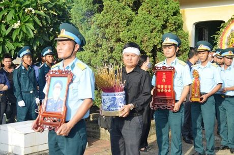 Dam le dua phi cong Tran Quang Khai ve voi dat me que huong - Anh 11