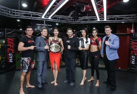 Cuu vo dich Vo tu do MMA ''Razor'' Rob McCullough den Viet Nam - Anh 1