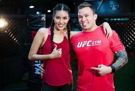 Cuu vo dich Vo tu do MMA ''Razor'' Rob McCullough den Viet Nam - Anh 2