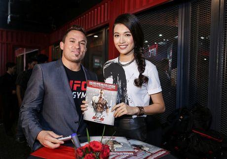 Cuu vo dich Vo tu do MMA ''Razor'' Rob McCullough den Viet Nam - Anh 3