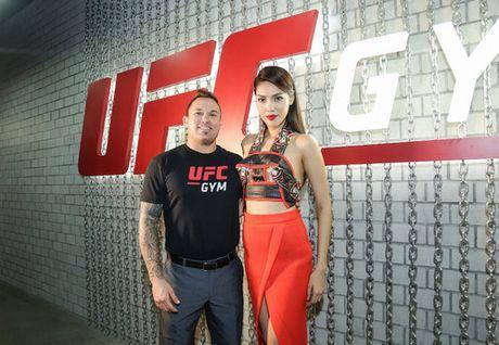 Cuu vo dich Vo tu do MMA ''Razor'' Rob McCullough den Viet Nam - Anh 4