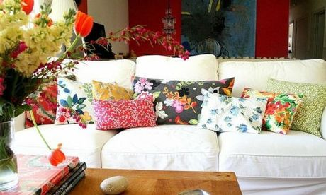 Goi y trang tri sofa bang goi cho phong khach quyen ru - Anh 5