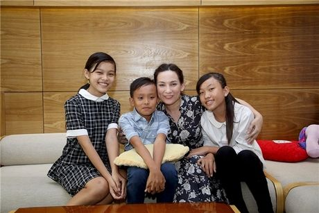 """Tiet lo nhung """"gia tai"""" vo gia cua Phi Nhung, Hoai Linh, Quang Le - Anh 2"""