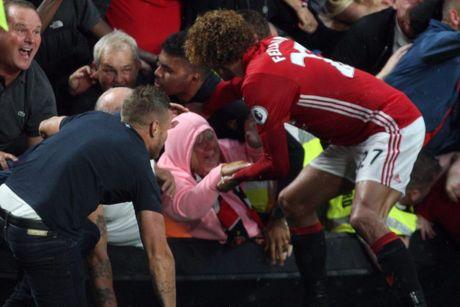 Rashford tiet lo ly do ngo lo Rooney, Ibrahimovic khi ghi ban - Anh 2